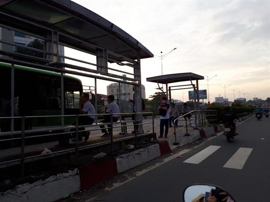 Tram cho xe buyt chua an toan va chua than thien